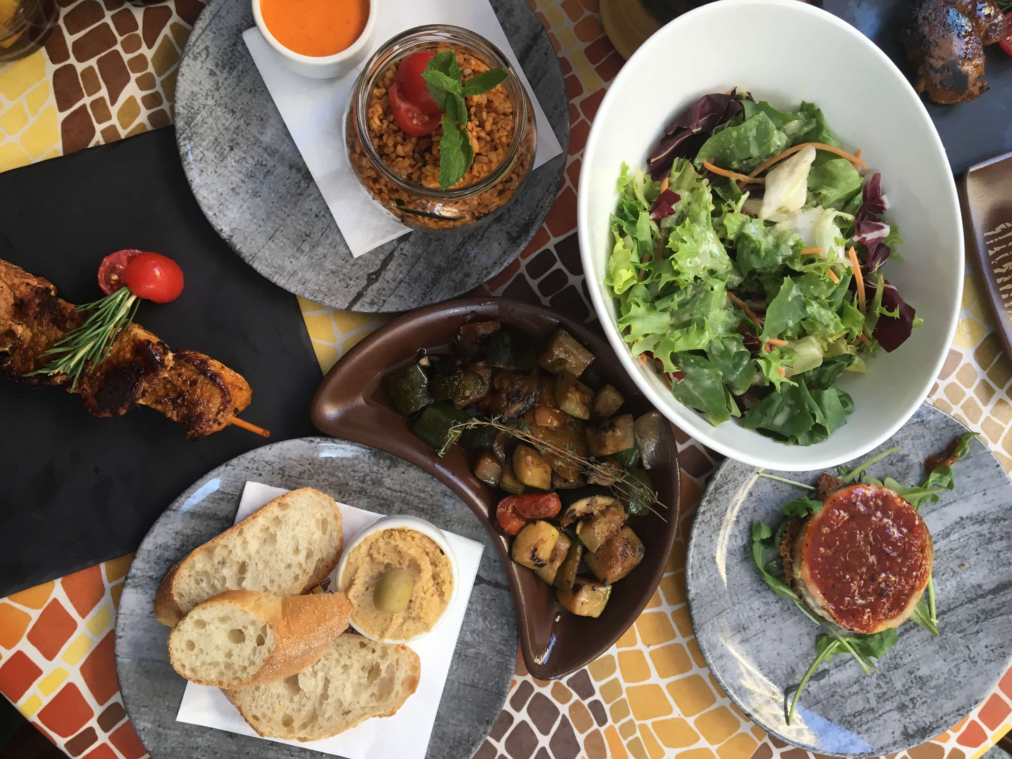 Tapas und Salat im Bestios